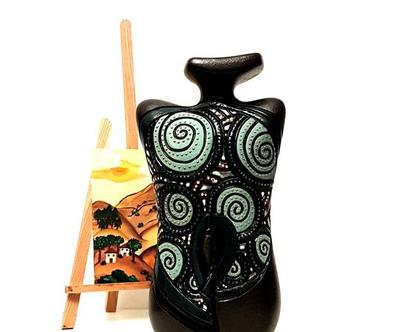 """אגרטל בינוני """"טנגו"""". קרמיקה, עבודת יד. חתום. צבע שחור מט מעוצב בעיגולים בטורכיז בהיר וכהה. מק""""ט 1033"""