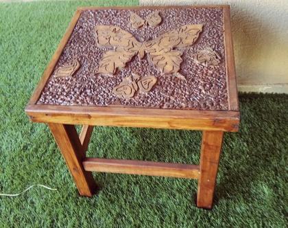 שולחן קפה חרוט בעבודת יד - פרפרים