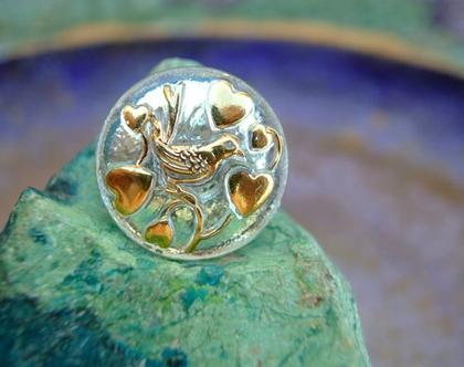 """כפתור זכוכית עם עיטור ציפור ולבבות, כפתור אומנותי עבודת יד וצביעת יד בגודל 22 מ""""מ תוצרת צ'כיה"""