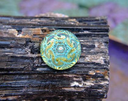 """שני כפתורי זכוכית צבעוניים בגוון כחול ירוק, כפתורים אומנותיים עבודת יד וצביעת יד בגודל 18 מ""""מ תוצרת צ'כיה"""