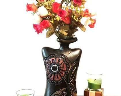 """אגרטל בינוני """"טנגו"""". עבודת יד. חתום. צבע בסיס שחור מט מעוצב פרח בורדו. מק""""ט 1202"""