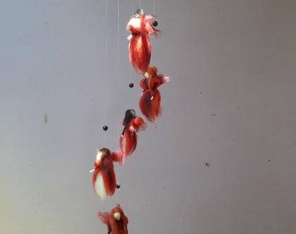 מובייל פיות אנטרופוסופיות - מובייל פיות באדום - חמש פיות בגוני אדום - מובייל עבודת יד - מוביל פיות בליבוד מחט