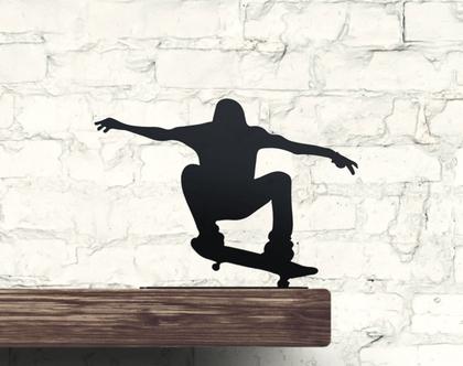 קישוט למדף בדמות פסלון ספורט אקסטרים קטן - סקייטבורד
