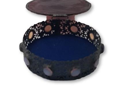 תיבת תכשיטים עגולה עבודת יד.