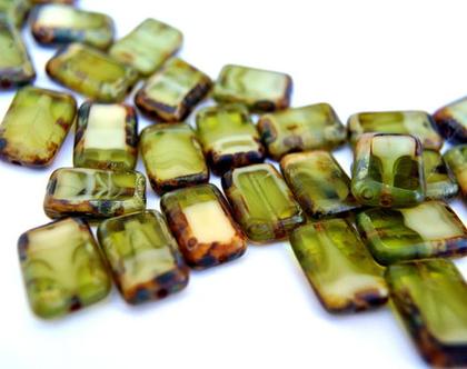 """חרוזים זכוכית מלבניים גווני ירוק זית גודל 12X10 מ""""מ , 12 חרוזי זכוכית צ'כית להכנת תכשיטים ויצירה"""