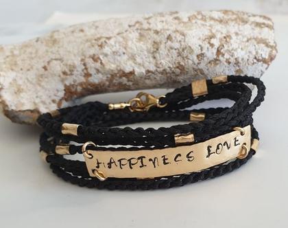 """צמיד סרוג שחור בשילוב פלטה כתובה """"happiness & love""""- הזמנה אישית"""