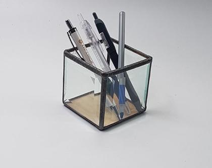 מיתקן לעטים עפרונות.