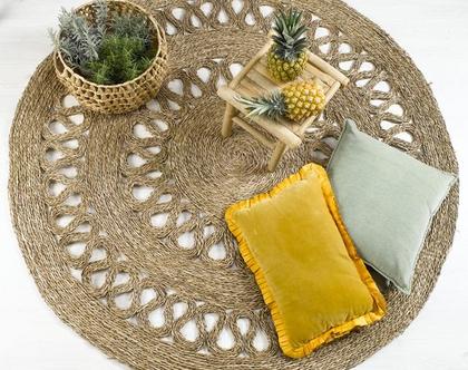 """שטיח קש עגול קלוע מעשב ים בצבע טבעי עם דוגמה במידות 120 160 ס""""מ I שטיחי חבל"""
