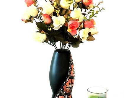 """אגרטל בינוני, קרמיקה בעבודת יד. שחור מעוצב פרחים כתומים. מק""""ט 1098"""