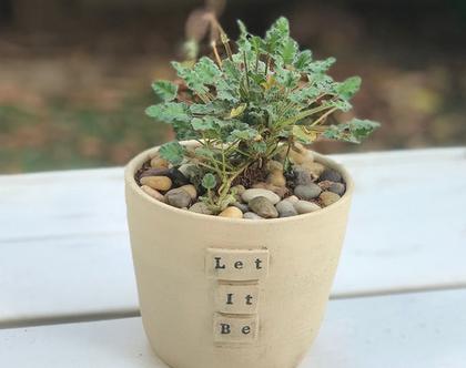 עציץ קרמיקה ״Let It Be״, עציץ מעוצב מקרמיקה עם מילים ומשמעות