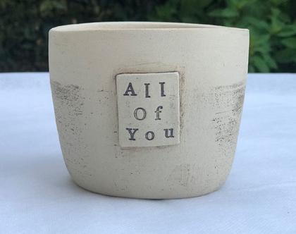 כלי לעציץ ״All Of You״, עציץ מעוצב מקרמיקה עם מילים ומשמעות