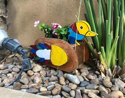 אדנית נוי לחצר בצורת ברווז