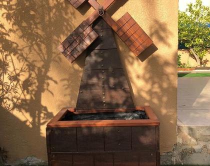 אדנית מעוצבת בצורת תחנת רוח