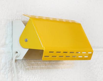 מנורת וינטאג׳ צמודת קיר בגוון צהוב כתום, מנורת קיר צהובה, מנורת מסדרון צהובה