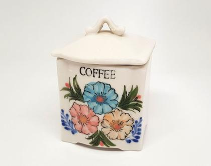 צנצנת קפה ישנה עם מכסה, מצויירת ביד