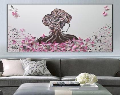 """""""נדידת הפרפרים"""" - ציור של אישה עם פרפרים מובלטים בתלת מימד בצבעים שונים."""