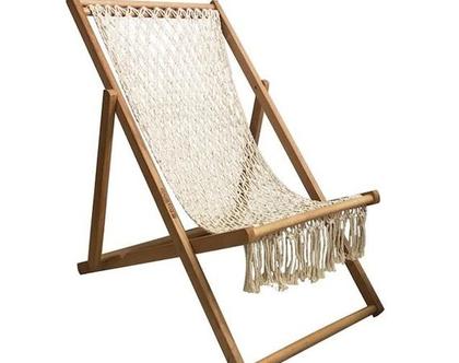 כיסא חוף נמוך עשוי עץ בשילוב מקרמה