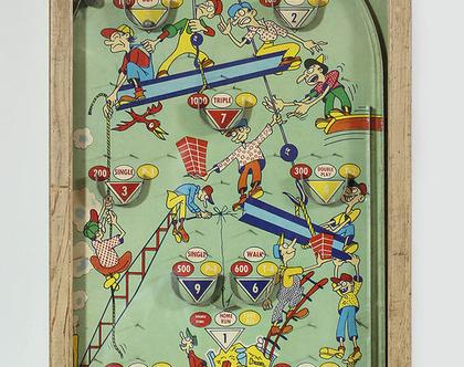 משחק פינבול עשוי עץ, נדיר ועתיק מתחילת המאה ה-20