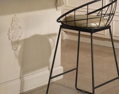 כיסא בר מתכת שחור עם שילוב מושב דמוי עור דגם פריז