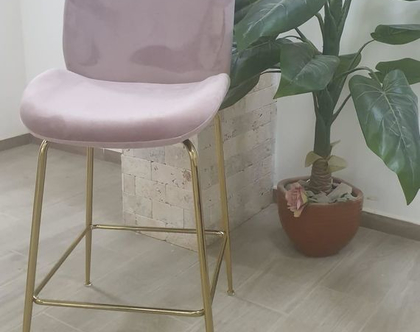 """כיסא בר קטיפה דגם צדפה גובה מושב 68 ס""""מ צבע ורוד רגל זהב / שחור / ניקל"""
