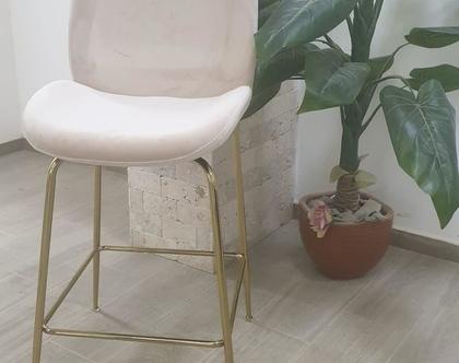 """כיסא בר קטיפה דגם צדפה גובה מושב 68 ס""""מ צבע קרם רגל זהב / שחור / ניקל"""