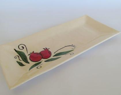 מגש אינגליש קייק עם עיטורי רימונים בעבודת יד, קרמיקה שימושית, צלחת הגשה מקרמיקה, מתנה למארחת, מתנה לראש השנה