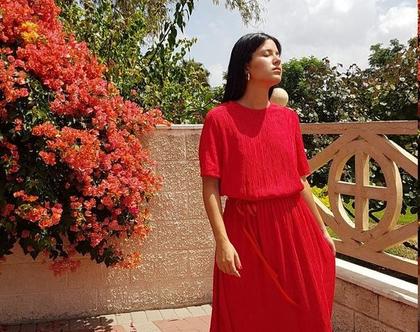 שמלה קלאסית, שמלה אדומה, שמלת וינטג', שמלה לאירוע, שמלה צנועה, שמלה עד מתחת לברך, שמלה שרוול קצר, שמלה עם גומי במותן, שמלה עם חגורה, מידה M