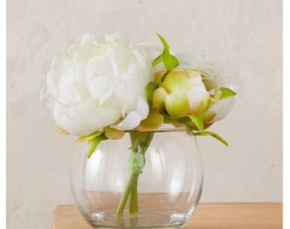 אגרטל זכוכית עגול מקסים עם פרחים מלאכותיים בלבן ובירוק | מקסים!!!