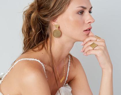 עגילי מאיה, עגילים צמודים, עגילים גדולים, פליז מצופה זהב 14k, מחמיאים ומשדרגים כל הופעה.
