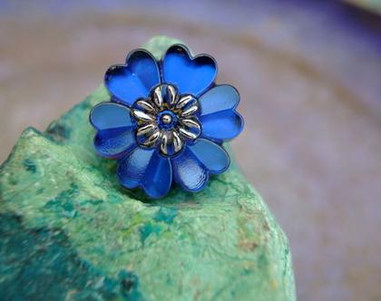 """כפתור פרח זכוכית כחול,כפתור אומנותי עבודת יד וצביעת יד בגודל 22 מ""""מ תוצרת צ'כיה"""