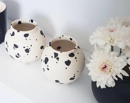 אגרטל קטן, אגרטל פרחים מקרמיקה, ואזה לפרחים, אגרטלים לבית, קרמיקה בעבודת יד, עיצוב הבית, עיצוב מינימליסטי, עיצוב מודרני, מתנה לחג