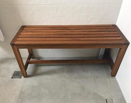 ספסל מקלחון בסיסינה טיק מעץ טיק בורמזי | ספסל למקלחת | ספסל עמיד במים | ספסל לחצר | ספסל לגינה | ספסל חוץ