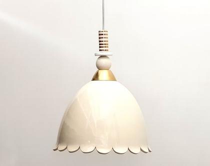 מנורה אלגנטית מקרמיקה בגוון טבעי ועיטורי זהב, נהדרת לפינת אוכל, אפשרי במגוון צבעים