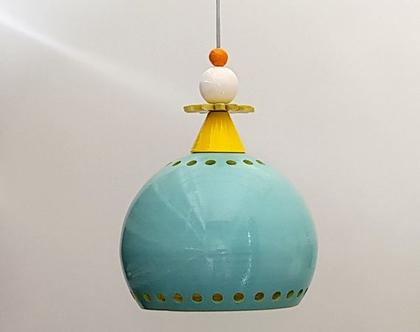מנורה מקרמיקה בצורת כדור - בחוץ טורקיז בפנים צהוב ומעל אלמנטים צבעוניים