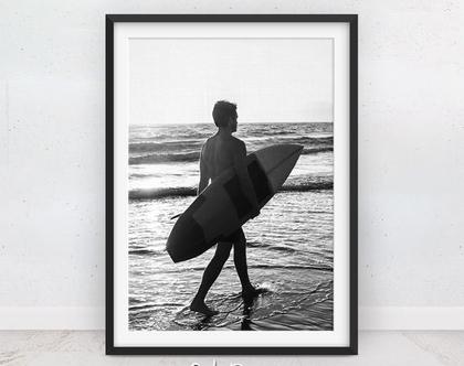תמונה גולש בים | תמונות לנוער | שחור לבן | תמונות חוף | פוסטר מעוצב | פוסטר גלישה | גלשן שחור לבן | תמונות לילדים | הדפס מודרני | תמונה לקיר