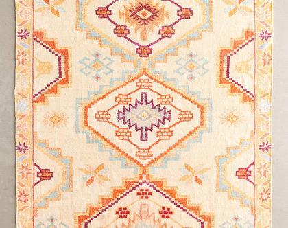 שטיח כתמתם בעיצוב מרוקאי, שטיח כותנה ומשי בגווני חרדל וכתום