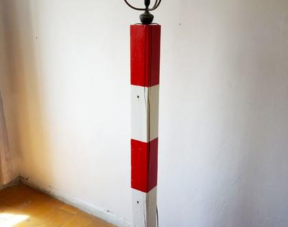 המגדלור - מנורה עומדת