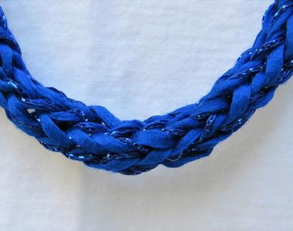 שרשרת כחולה, שרשרת חוטים סרוגה