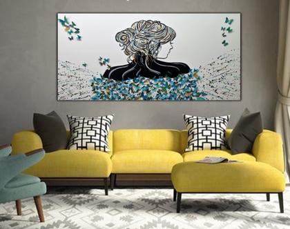 """""""נדידת הפרפרים"""" - יצירה בעבודת יד של אישה עם פרפרים מובלטים בתלת מימד בצבעים שונים."""