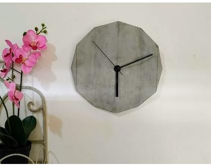שעון בטון אורגמי בצבע טבעי