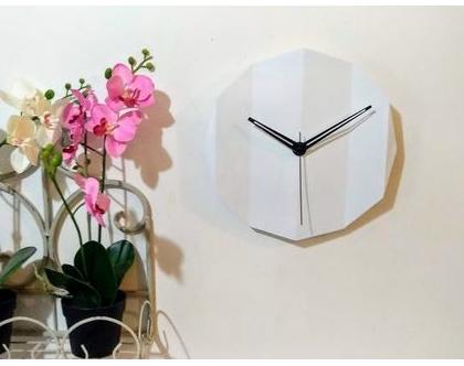 שעון בטון בצורת נייר קיפול אורגמי בצבע לבן
