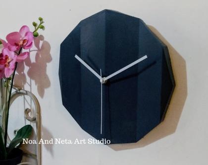 שעון בטון אורגמי בצבע אפור כהה