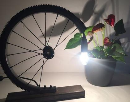 מנורה מיוחדת | מנורת שולחן | מנורה מעוצבת | מנורה למשרד |