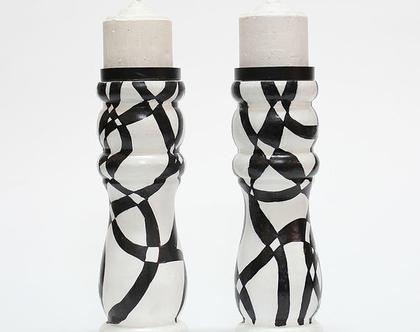 זוג פמוטי עץ בעיצוב אבסטרקטי שחור לבן בעבודת יד