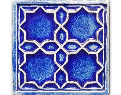 אריח בעבודת יד במוטיב מרוקאי