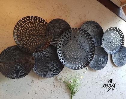 תמונת דקורציה צלחות תחרה בגווני שחור וזהב