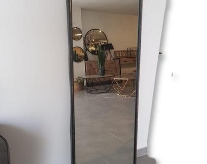 מראה גדולה ומרשימה בזהב או שחור מתכתי | מראה גדולה | מתאימה לכניסה לבית ולעיצוב חדרים שונים | מראה מרשימה נתלית לאורך או לרוחב