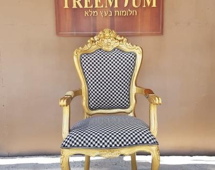 כיסא עץ מלא זהב