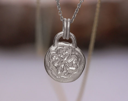 תליון זהב לבן, שרשרת תלתן, תליון בסגנון וינטאג׳, תליון מטבע מזל, שרשרת זהב מעוצבת, תליון תלתן זהב, שרשרת זהב עדינה, תליון מטבע עבודת יד, 14K