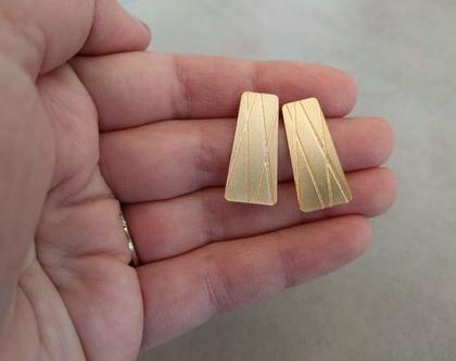 עגילים צמודים מזהב   עגילים צמודים לאישה   עגילים גיאומטריים   עגילי מלבן זהב   עגילים ציפוי זהב   עגילים גיאומטריים מזהב   עגיל מיוחד